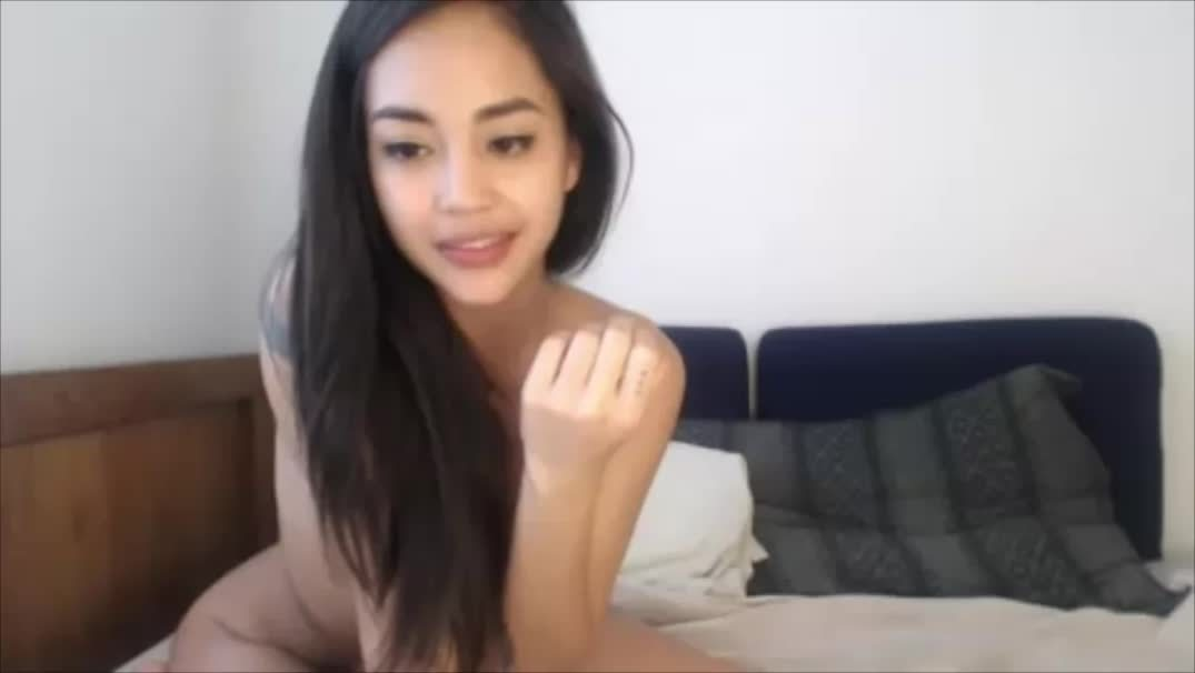 Wolf and Fish– Cute Asian Girl With Tattoos Webcam