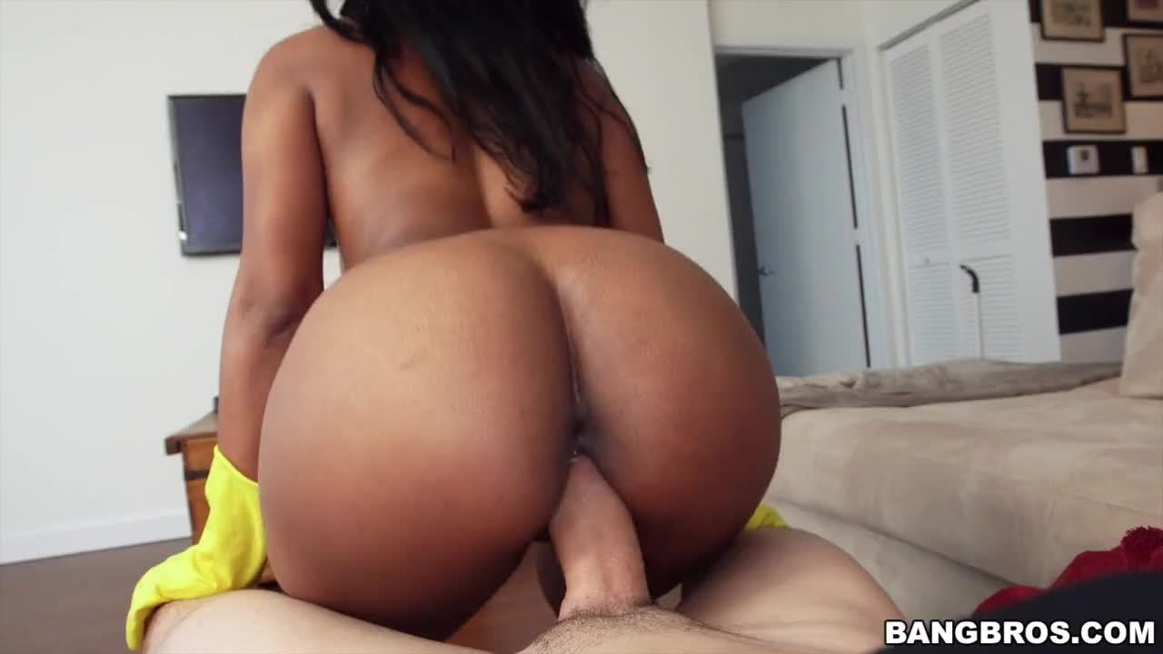 Sexy Maid Arianna Knight Gets the Job Done